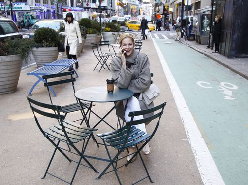 Kelly Rutherford Evening Clutch having coffee