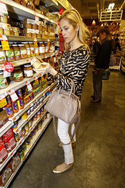 Kelly Rutherford at Whole Foods